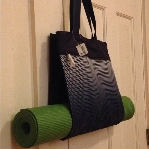 Athleta yoga mat carrier NWT 9b8e56eb7